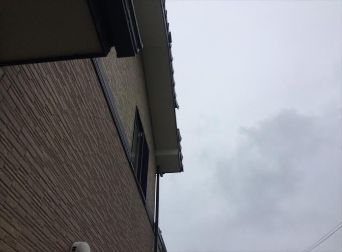 瓦が屋根から落ちてきました