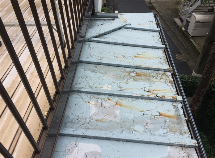 傷んだ瓦棒葺きの板金屋根