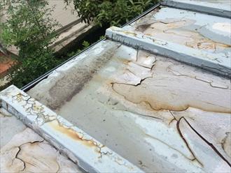 屋根面が歪んでいる