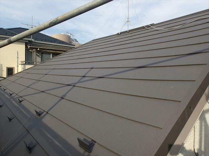 断熱材と一体になった金属屋根材