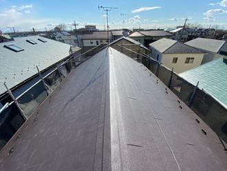 川崎市宮前区馬絹にて化粧スレートからスーパーガルテクトの屋根にカバー工法