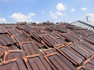 重量のある粘土瓦は地震に弱い
