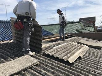 アスベストを含むスレート屋根の解体には注意が必要
