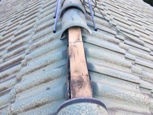 セメント瓦の棟が台風15号により飛散