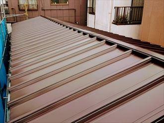 縦葺き鋼板屋根材