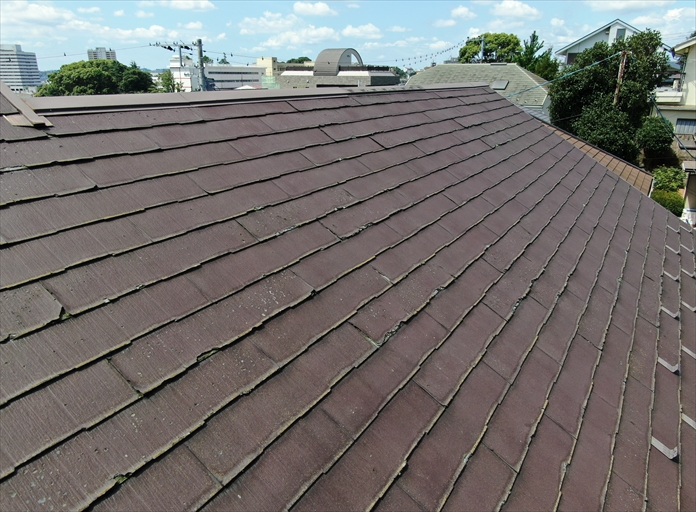 傷み過ぎたスレートのメンテナンスは新しい屋根材を使用したメンテナンスが適している