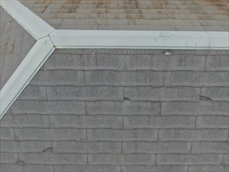 欠損が多く発生しているスレート屋根