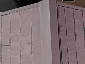 棟板金を固定している釘が抜け出ている