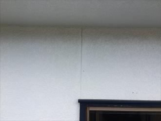 外壁の亀裂から雨漏りすることもあります
