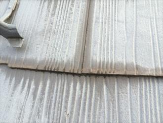 海老名市今里でスレート屋根の調査、塗膜が変色してメンテナンスが必要な状態でした