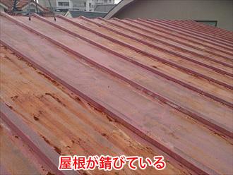 トタン屋根が錆びている