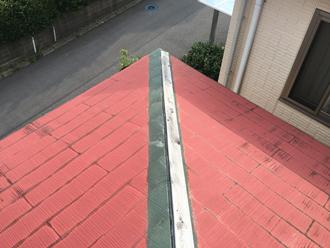 台風19号によって飛散した棟板金の様子