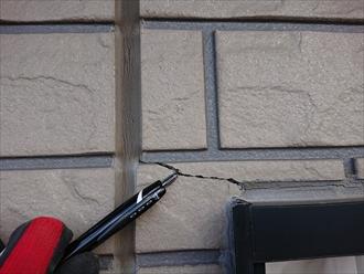 窯業系サイディングにはクラックやシーリングの劣化もあり、こちらからも雨水が入り込んでいた可能性も。