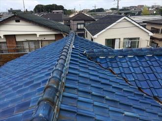 瓦には谷のある屋根があります