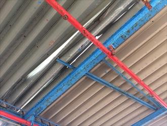 隙間が出来てしまった折板屋根