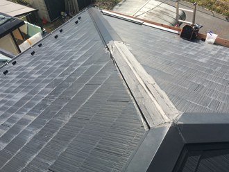 横浜市神奈川区鳥越で台風15号により飛散し養生された棟板金の復旧工事が竣工
