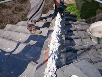 瓦の葺き直し後、棟瓦取り直し工事を行います