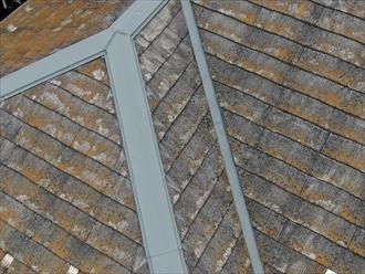 スレート屋根に使用された板金も手入れが必要