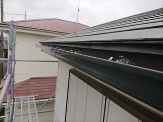 横浜市磯子区中原では令和元年房総半島台風の影響により集水マスから竪樋が飛散、部分的な雨樋工事にて復旧工事を行いました