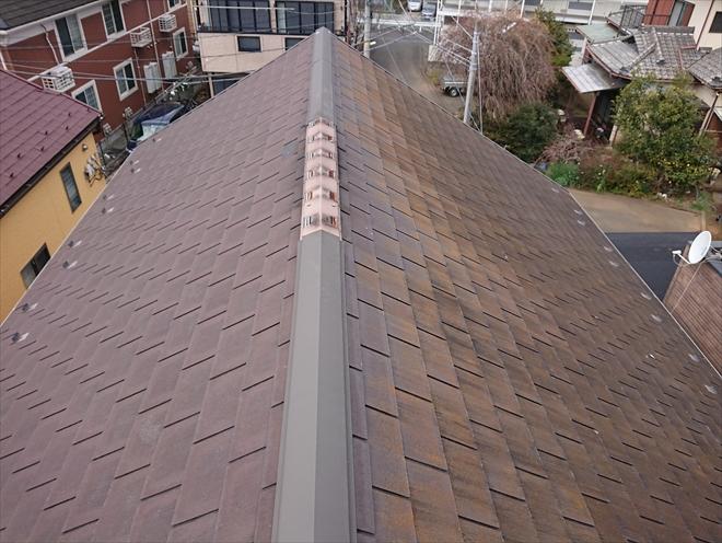 切妻屋根の急勾配屋根に使われていたスペリオルネオ