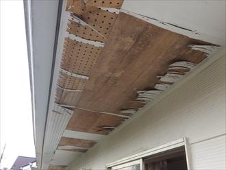 寒川町大曲で軒天が破損、街の屋根やさんでは張り替えや重ね張りの対応が可能です