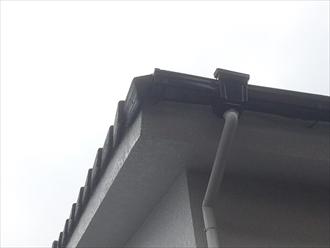 屋根の端が取れそう