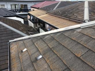 座間市ひばりが丘で落ちていた棟板金、スレート屋根の棟板金交換工事が必要でした