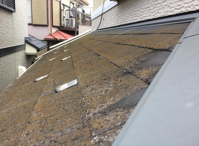 スレート屋根に使用されている板金