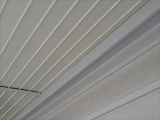 天井と外壁の隙間から雨漏り