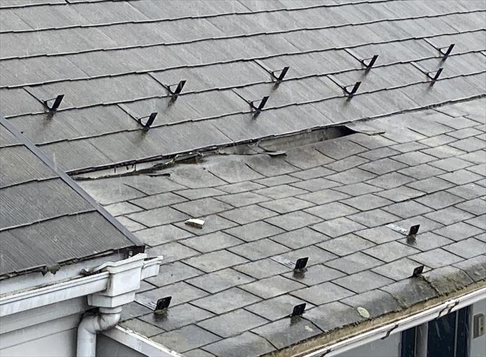 屋根が凹んでいる