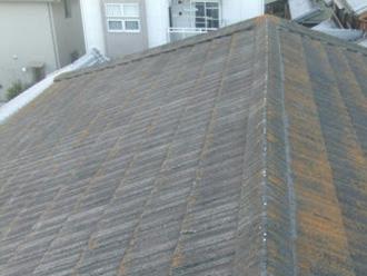 屋根が色あせしている