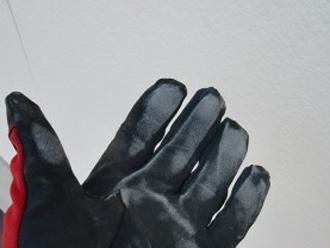 チョーキングによって手袋に白い粉が付着
