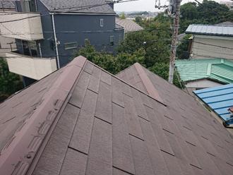 相模原市緑区橋本にて台風後の屋根点検で棟に浮きが見られ棟板金交換工事を実施