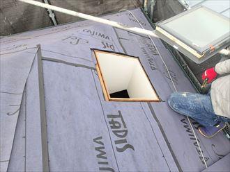 屋根に穴を開ける天窓