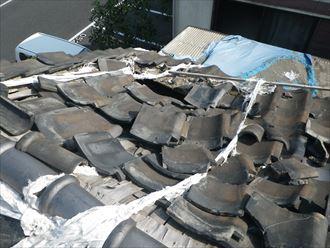地震による瓦の被害