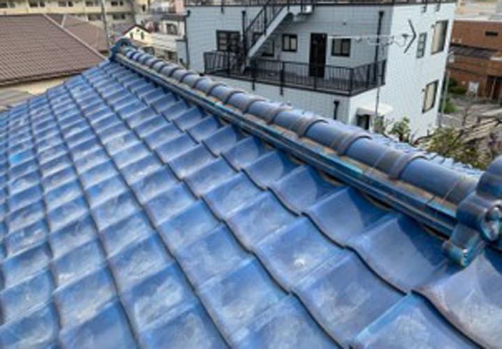 神奈川区神大寺にて棟瓦取り直し工事と雪止め金具の設置を行いました