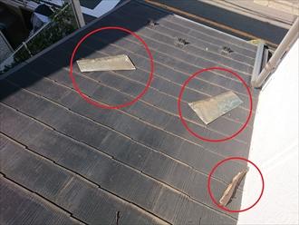 飛散したスレート屋根