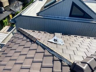 横須賀市池上にてF型瓦葺き屋根の棟取り直し工事を行いました