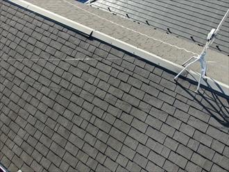 横浜市中区本牧町でアスファルトシングルの屋根を点検、棟板金が浮いておりました