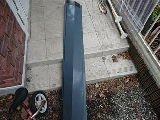 屋根から外れた棟板金