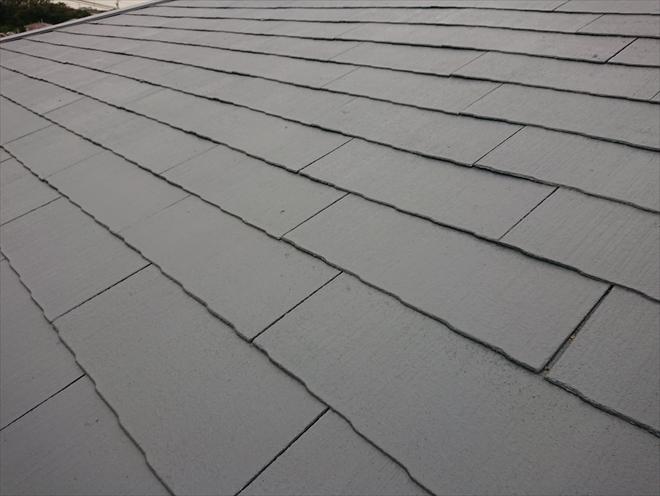 塗装されたスレート屋根