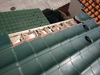 横浜市港北区菊名にて綺麗な緑色の三州瓦の大屋根袖部が落下、下屋根の瓦も破損している為雨漏りする前に修繕が必要です
