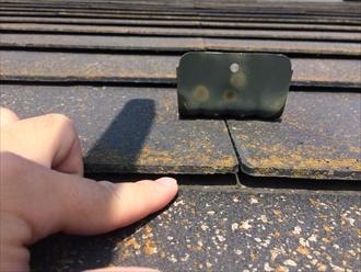 横浜市磯子区森でスレート屋根の点検、使用し続けたスレートは反り始めておりました
