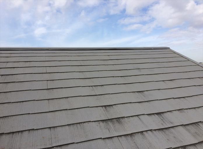 過去に塗装されたスレート屋根の点検