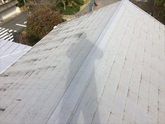 スレート屋根の塗膜の状態を確認
