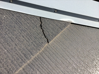 寄棟の下り棟にあるスレートはひび割れやすい
