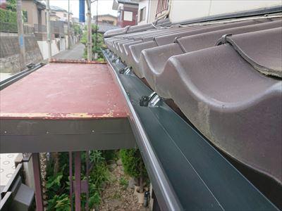 横浜市旭区今宿にて漏水が発生している廃盤雨樋E70からΣ(シグマ)90への雨樋交換工事を実施