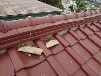 横浜市西区東久保町にて瓦屋根の調査、棟瓦と屋根下地に劣化が見られたため屋根葺き替え工事をご提案