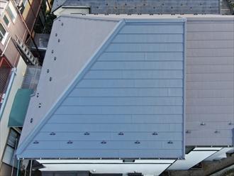 天窓を撤去、塞ぎ同じ屋根材にて葺き直し工事