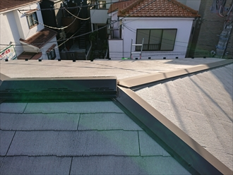 葺き替えたばかりのスレート屋根